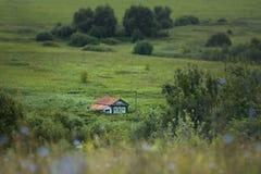 Einsames Landhaus des kleinen Landes Lizenzfreie Stockfotografie