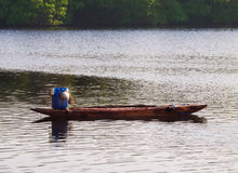 Einsames Schlauchboot für die Fischerei im Ozean aby in Sri Lanka Stockbild