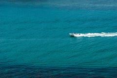 Einsames Schnellboot Lizenzfreie Stockfotos
