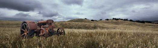 Einsames Traktor-Panorama Lizenzfreie Stockfotos