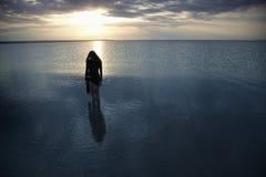 Einsamkeit in dem dunklen Meer Stockbilder