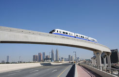 Einschienenbahn in Dubai stockfotos