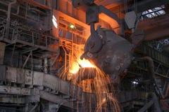 Einschmelzen des Metalls Stockbilder
