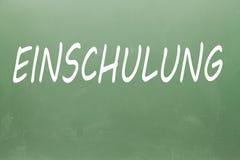 Einschulung écrit sur un tableau noir Photos stock