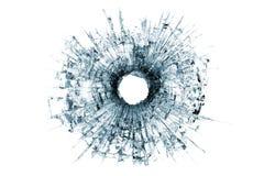 Einschussloch im Glas getrennt auf Weiß Stockfotografie