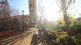 Einsiedlerei, Kapelle oder Kirche Dorf- und Naturlandschaft stock video footage