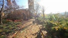 Einsiedlerei, Kapelle oder Kirche Dorf- und Naturlandschaft stock footage