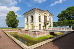Einsiedlereipavillon in Peterhof, St Petersburg, Russland Lizenzfreie Stockfotos