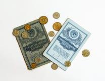 Einsparungen buchen und das Bargeld, das als Zahlungssystem auf den Sowjet benutzt wird Stockfotografie