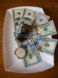 Einsparungen in den Dollar mit alter Taschenuhr und -dichtung Lizenzfreies Stockfoto