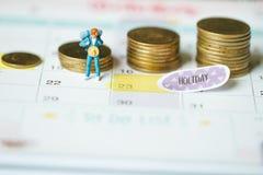 Einsparungsgeld für reisendes Konzept Feiertagsgeld-Einsparungenskonzept Münze und Feiertag lizenzfreies stockbild