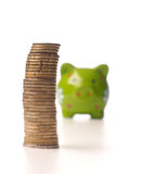 Einsparungsgeldkonzept mit Staplungsmünzen Lizenzfreie Stockfotografie