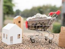 Einsparungsplan für Wohnsitz von Leuten in der Gesellschaft Stockfotografie