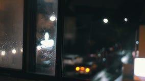 Einspieler einer beschäftigten Stadtstraßenecke Defocused Version stock footage