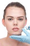 Einspritzung von botox zum Gesicht der schönen Frau Lizenzfreie Stockbilder