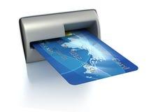 Einstecken der Kreditkarte in ATM Stockfoto