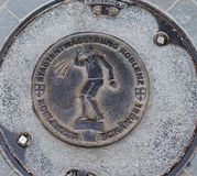Einsteigeloch/Abflussabdeckung in Koblenz, Deutschland lizenzfreies stockbild