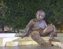 Einstein-Denkmal nachts Lizenzfreie Stockbilder