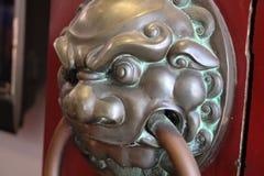 Einstiegstür des chinesischen Tempels lizenzfreie stockbilder