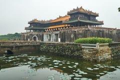 Einstiegstür von der Kaiserstadt, Farbe, Vietnam An einem nebeligen Tag lizenzfreie stockfotografie