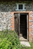 Einstiegstür zum mittelalterlichen Häuschen des 18. Jahrhunderts Stockbilder