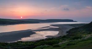 Eintauchen von Sun, Kamel-Mündung, Cornwall lizenzfreies stockbild