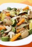 Eintopfgericht mit Pilzen und Gemüse Stockfotos