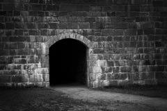 Eintritt in der Steinwand Stockbild
