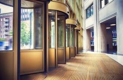 Eintritt Halle zum neuen Zustandsbüro des niederländischen Ministeriums Stockfoto