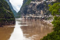Eintritt Hutiao-Schlucht (Hutiaoxia) vom Fluss Jinsha Stockfotos