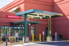 Eintritt zum Notbereich des Krankenhauses Stockfotos