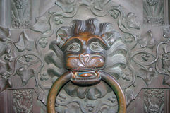 Eintritts-Löwe in Hohenzollern-Schloss und herum, Deutschland Lizenzfreie Stockfotos