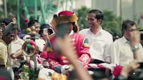 Einweihungsparade des neuen indonesischen Präsidenten, des Joko Widodos und des Vizepräsidenten Jusuf Kalla stock video footage