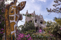 Einwohner des feenhaften Hauses genießt schöne Ansichten Stockfotografie