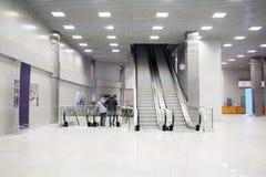 Einzelhandel-Unterhaltung komplexe Krokus-Rathaus-Rolltreppen Stockbild