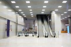 Einzelhandel-Unterhaltung komplexe Krokus-Rathaus-Rolltreppen Lizenzfreies Stockfoto