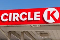 Einzelhandels-Tankstellestandort des Kreises K Kreis K ist eine Tochtergesellschaft der Ernährung Couche-Tard und wird in Quebec stockfotografie