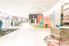 Einzelhandelsgeschäft der abstrakten Unschärfe im Luxuseinkaufszentrum Stockbilder