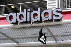 Einzelhandelsgeschäft und Logo Adidass Lizenzfreies Stockfoto