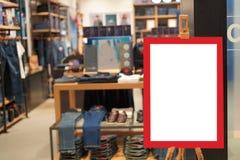 Einzelhandelsgeschäftspeicher der Verkaufszeichenmode Stockfotografie