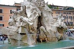 Einzelheit des Brunnens der vier Flüsse in Rom lizenzfreies stockfoto
