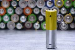 Einzelne alte alkalische Batterie Stockbilder