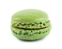 Einzelne grüne Makrone Lizenzfreie Stockbilder