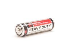 Einzelne Hochleistungs-AA-Batterie auf Weiß Stockfotografie