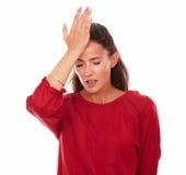 Einzelne lateinische Frau mit den Hauptschmerz lizenzfreies stockfoto