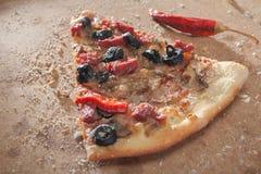 Einzelne Pizza-Scheibe Lizenzfreie Stockfotografie