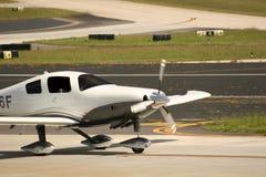 Einzelne Stütze-Flugzeug Lizenzfreie Stockfotos