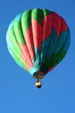 Einzelner Heißluft-Ballon Stockbild