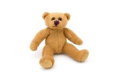 Einzelner sitzender Teddybär über Weiß lizenzfreie stockfotografie