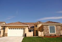 Einzelnes Familienheim Lizenzfreie Stockfotos